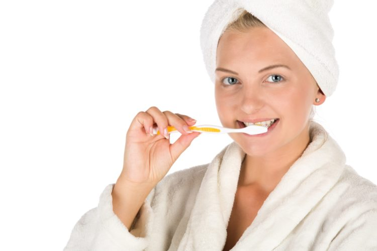 women brushing teeth